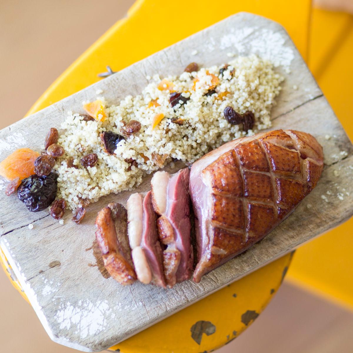 Magret de pato con quinoa y frutos secos